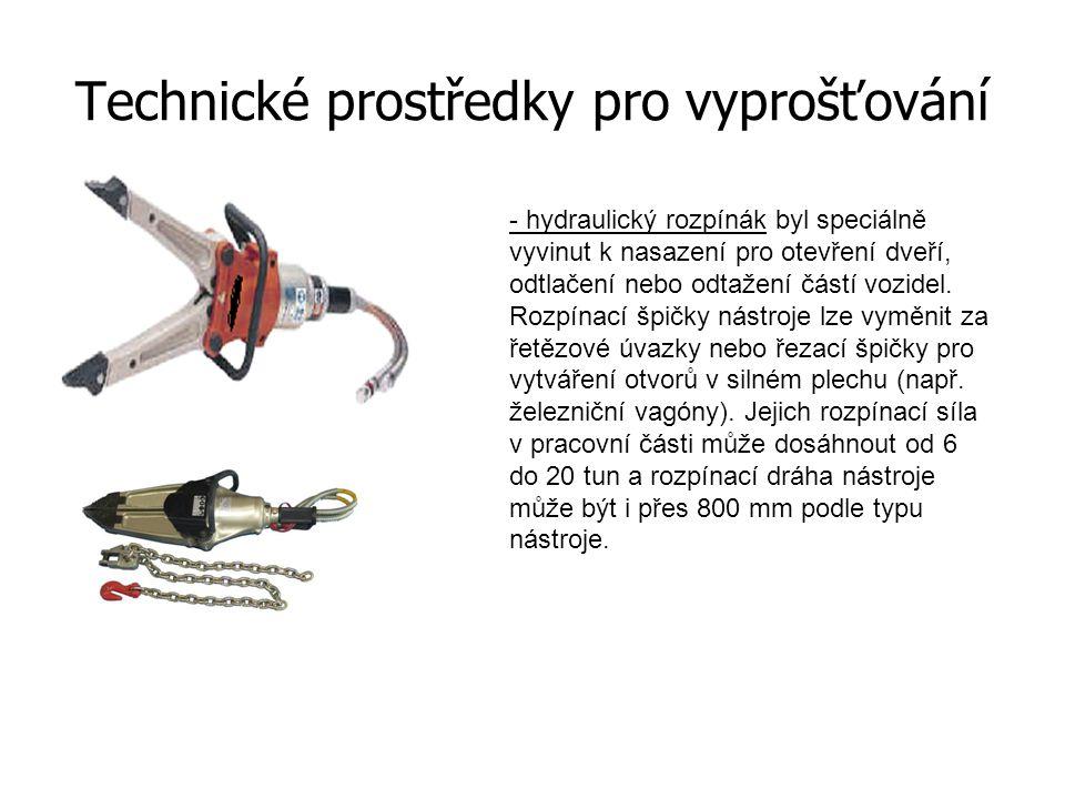 Technické prostředky pro vyprošťování - hydraulický kombinovaný nástroj spojuje schopnost pracovat jedněmi čelistmi jako rozpínák i jako nůžky.