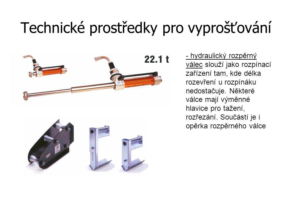Technické prostředky pro vyprošťování - přímočará akumulátorová pila - je vhodná pro řezání pantů, střechy, lepeného skla na vozidle.