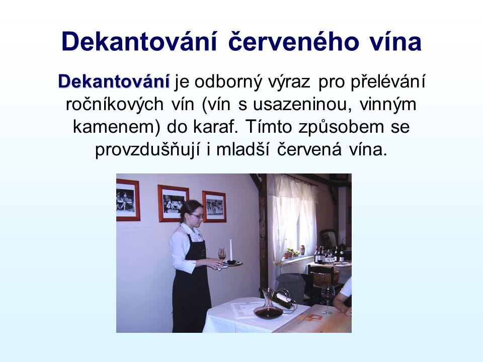 Dekantování červeného vína Dekantování Dekantování je odborný výraz pro přelévání ročníkových vín (vín s usazeninou, vinným kamenem) do karaf.