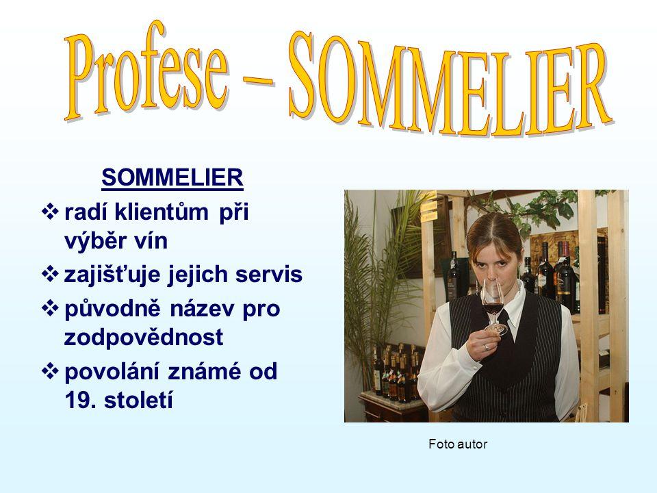 SOMMELIER  radí klientům při výběr vín  zajišťuje jejich servis  původně název pro zodpovědnost  povolání známé od 19.