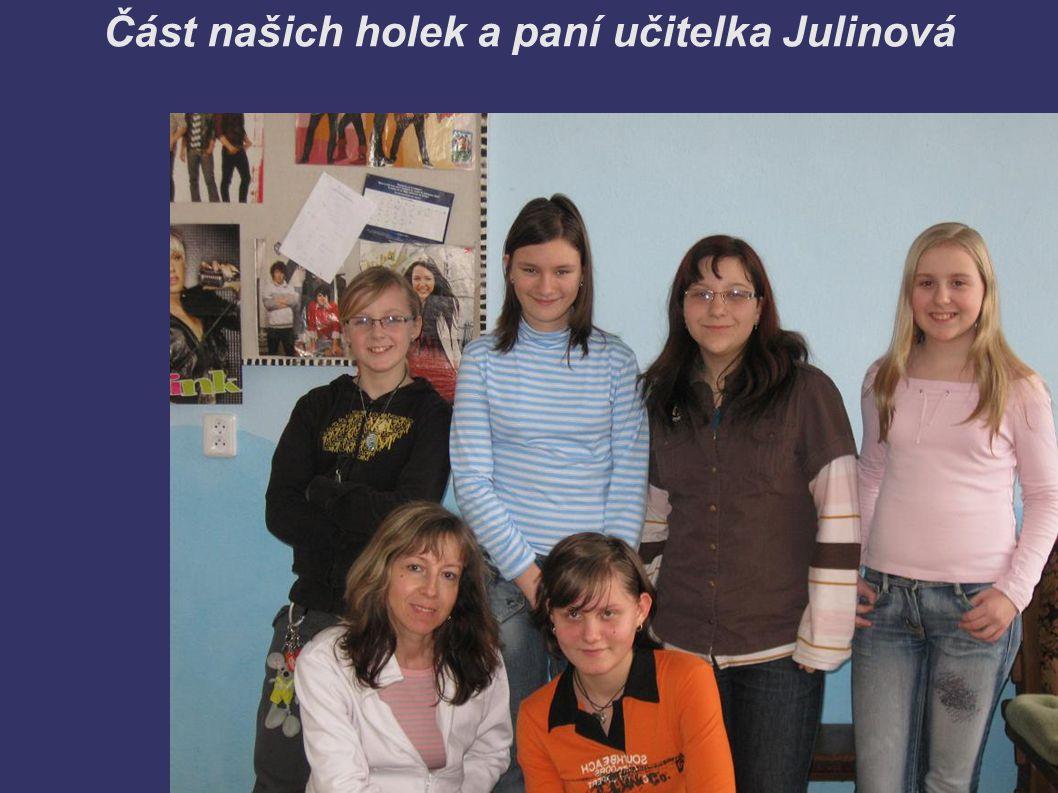 Část našich holek a paní učitelka Julinová