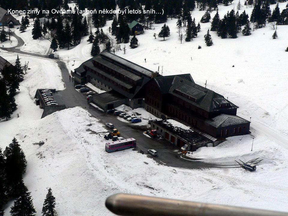 Konec zimy na Ovčárně (aspoň někde byl letos sníh…)