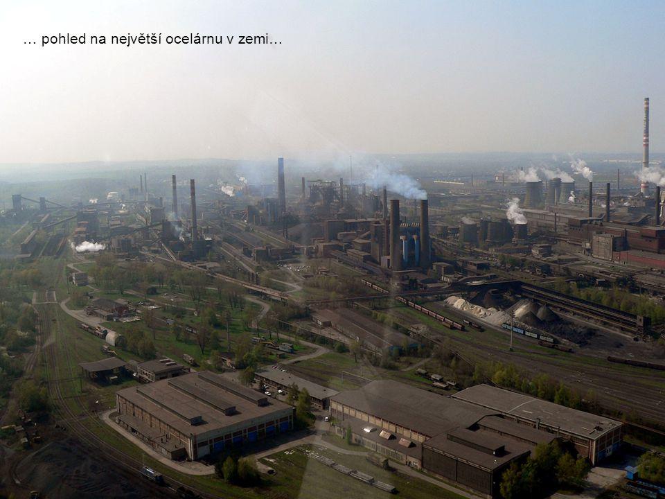 … pohled na největší ocelárnu v zemi…