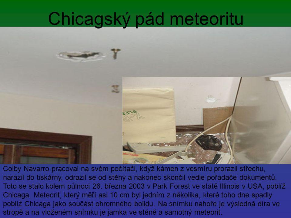 Chicagský pád meteoritu Colby Navarro pracoval na svém počítači, když kámen z vesmíru prorazil střechu, narazil do tiskárny, odrazil se od stěny a nak