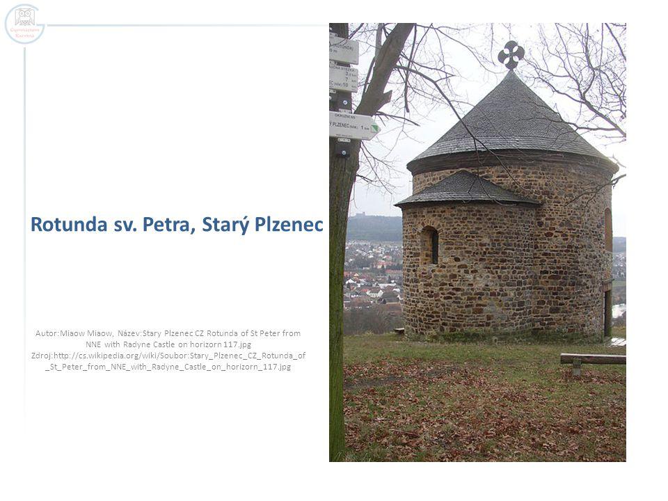 Rotunda sv. Petra, Starý Plzenec Autor:Miaow Miaow, Název:Stary Plzenec CZ Rotunda of St Peter from NNE with Radyne Castle on horizorn 117.jpg Zdroj:h