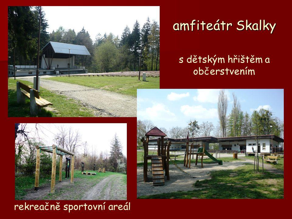 amfiteátr Skalky s dětským hřištěm a občerstvením rekreačně sportovní areál