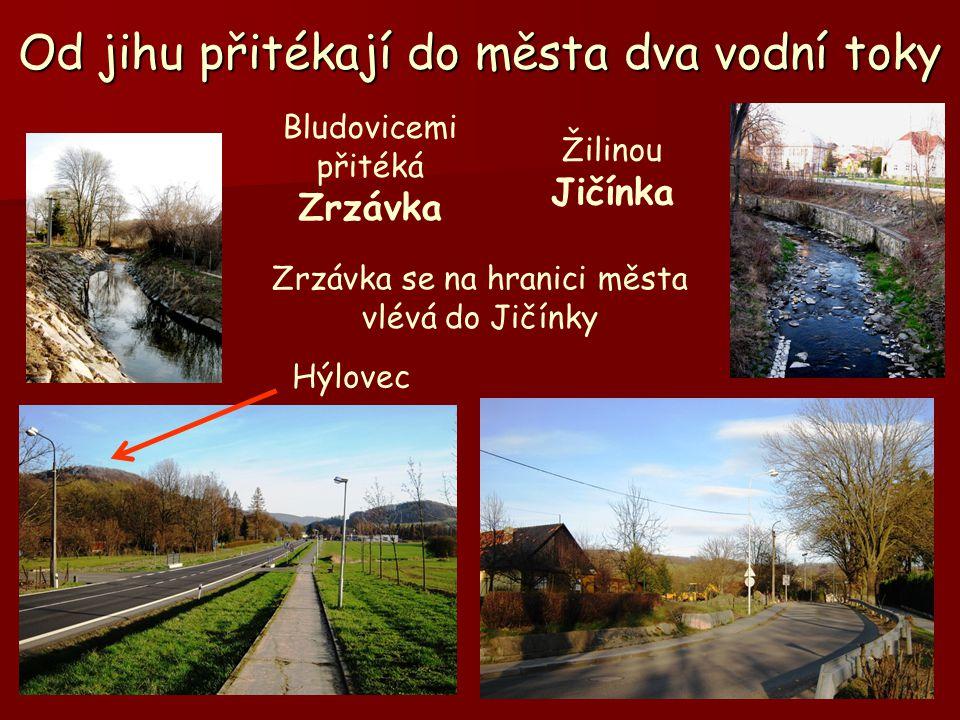 Od jihu přitékají do města dva vodní toky Bludovicemi přitéká Zrzávka Žilinou Jičínka Hýlovec Zrzávka se na hranici města vlévá do Jičínky