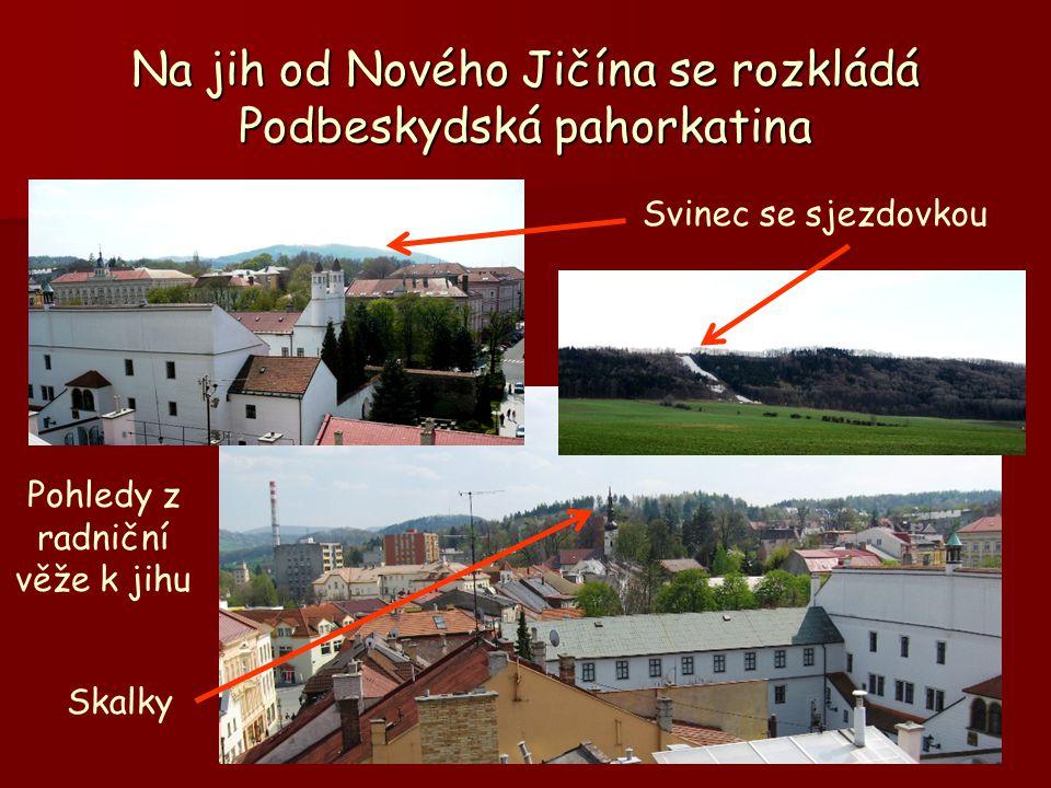 Na jih od Nového Jičína se rozkládá Podbeskydská pahorkatina Pohledy z radniční věže k jihu Svinec se sjezdovkou Skalky