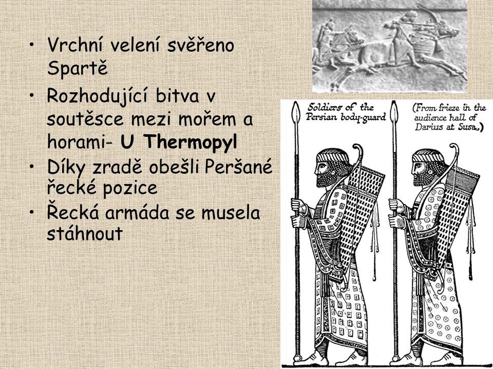 Vrchní velení svěřeno Spartě Rozhodující bitva v soutěsce mezi mořem a horami- U Thermopyl Díky zradě obešli Peršané řecké pozice Řecká armáda se muse