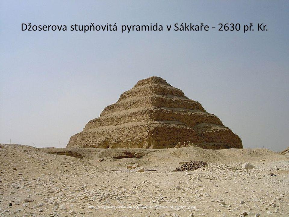 Džoserova stupňovitá pyramida v Sákkaře - 2630 př. Kr. http://commons.wikimedia.org/wiki/File:Pyramid_of_Djoser_2.jpg