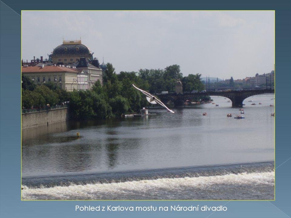 Pohled z Karlova mostu na Národní divadlo
