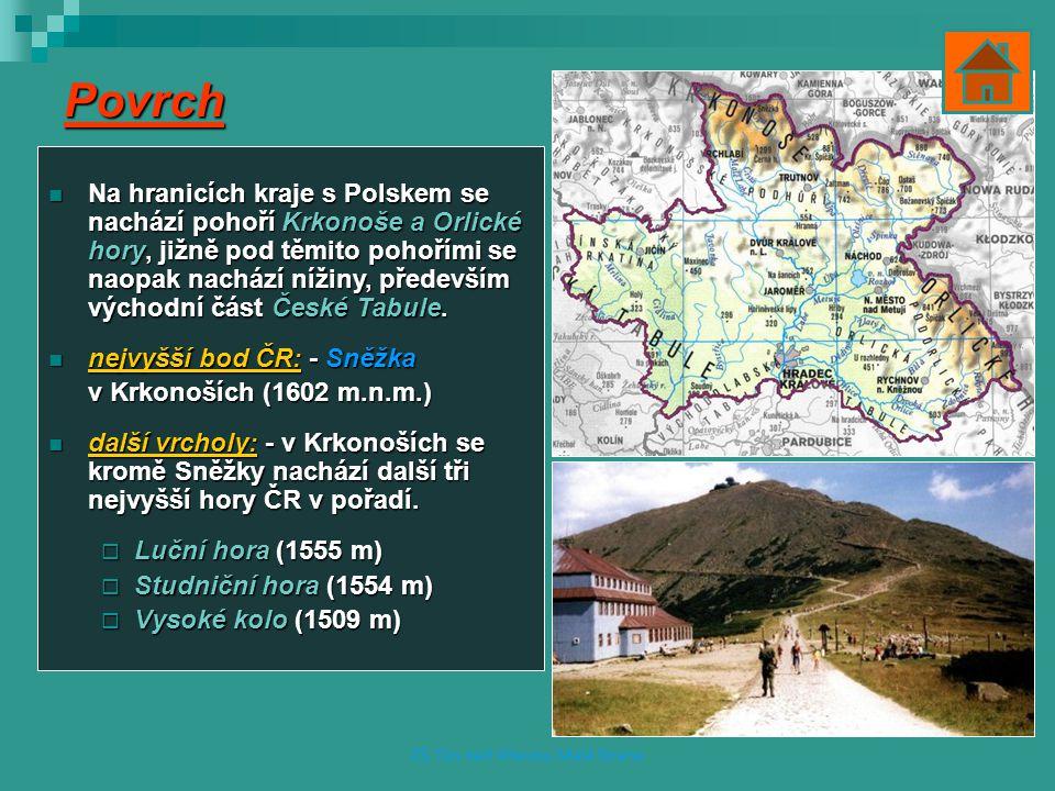 Povrch Na hranicích kraje s Polskem se nachází pohoří Krkonoše a Orlické hory, jižně pod těmito pohořími se naopak nachází nížiny, především východní