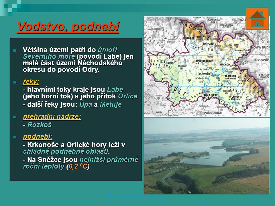 Vodstvo, podnebí Většina území patří do úmoří Severního moře (povodí Labe) jen malá část území Náchodského okresu do povodí Odry.