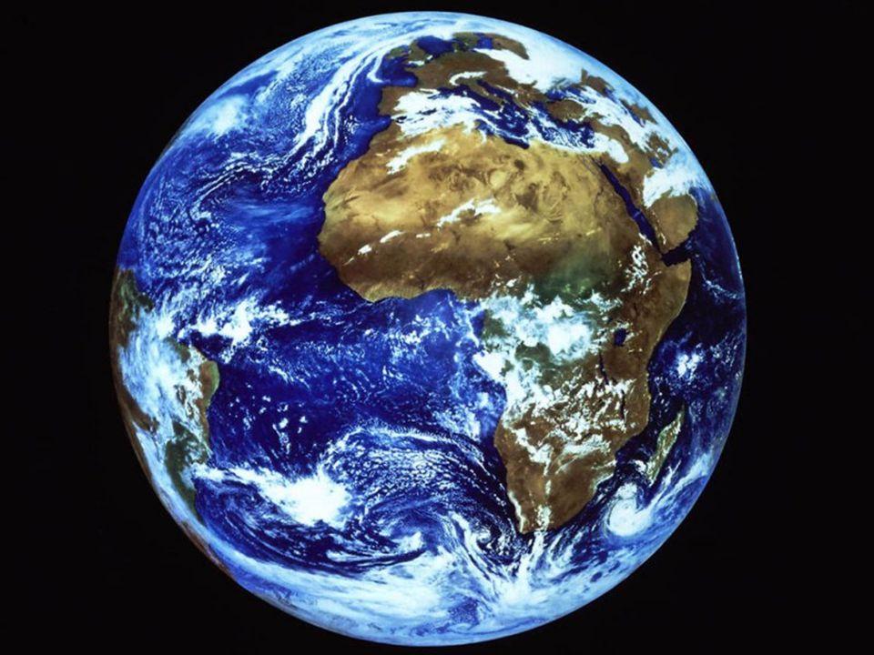 SLUNCE a MĚSÍC – spolu s hvězdami nejčastěji sledovaná vesmírná tělesa ZEMĚ -teplota : 20 °C -poloměr : 6 378 km -vzdálenost od Slunce 150 000 milionů km -vzdálenost od Měsíce 384 000 km