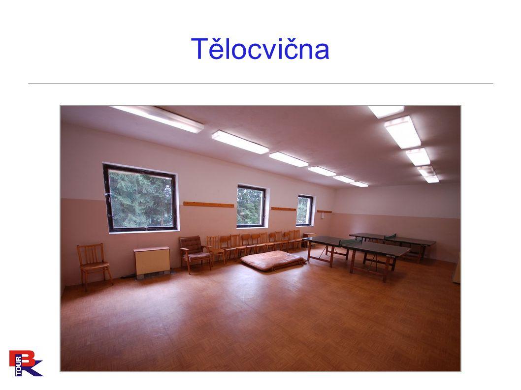 Zděné domečky ● 4 zděné budovy ● 2 - 5 lůžkové pokoje s vlastní sociálním zařízením ● Celková kapacita v pokojích 83 lůžek
