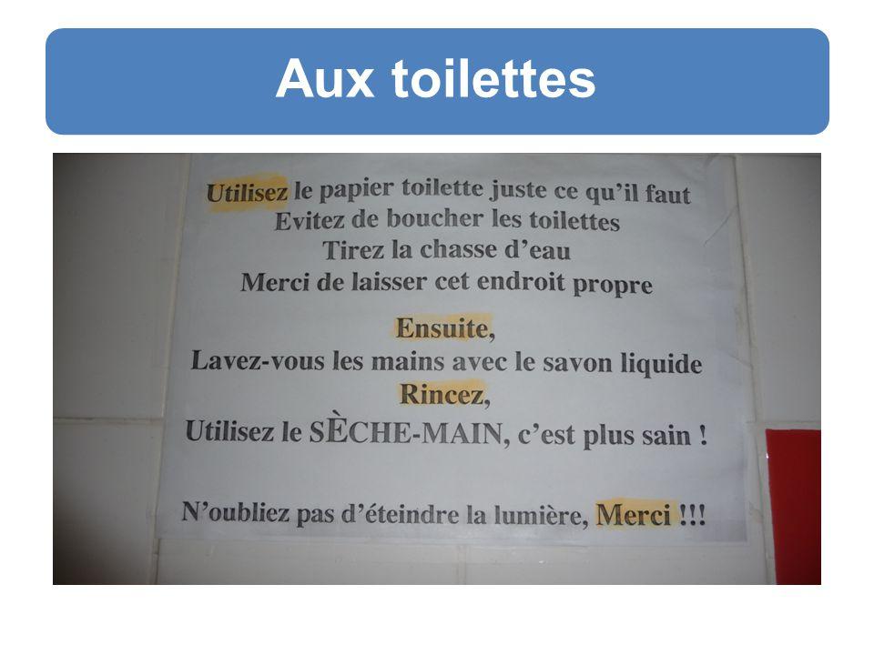 Liste de règles Použijte jen tolik toaletního papíru, kolik potřebujete Vyvarujte se ucpání toalety Splachujte Děkujeme, že zanecháte toto místo čisté Dále pak, Umyjte si ruce tekutým mýdlem Opláchněte si je, Použijte SUŠÁK RUKOU, je to zdravější.