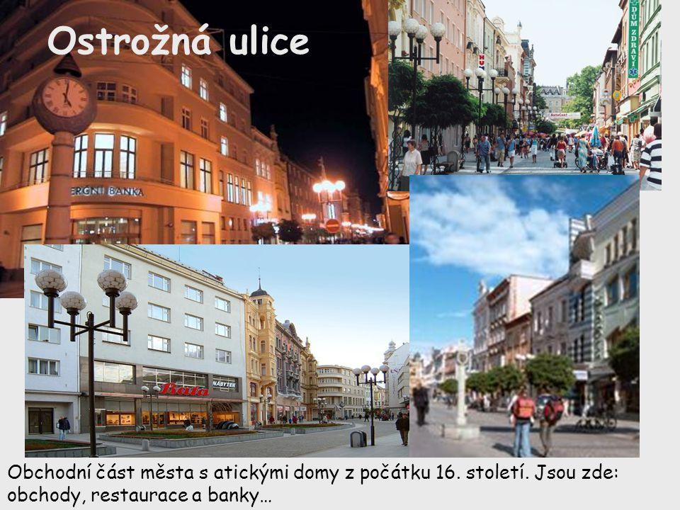 Ostrožná ulice Obchodní část města s atickými domy z počátku 16. století. Jsou zde: obchody, restaurace a banky…