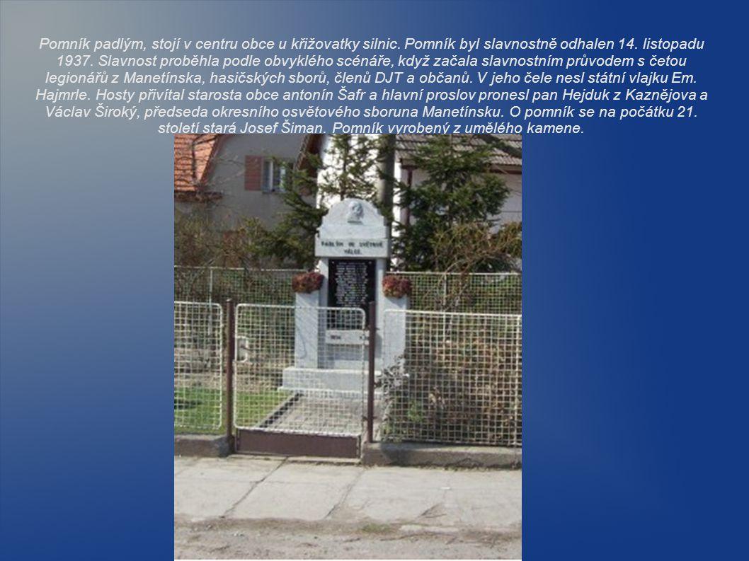 Pomník padlým, stojí v centru obce u křižovatky silnic. Pomník byl slavnostně odhalen 14. listopadu 1937. Slavnost proběhla podle obvyklého scénáře, k