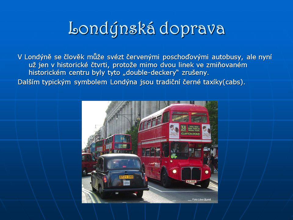 """Londýnská doprava V Londýně se člověk může svézt červenými poschoďovými autobusy, ale nyní už jen v historické čtvrti, protože mimo dvou linek ve zmiňovaném historickém centru byly tyto """"double-deckery zrušeny."""