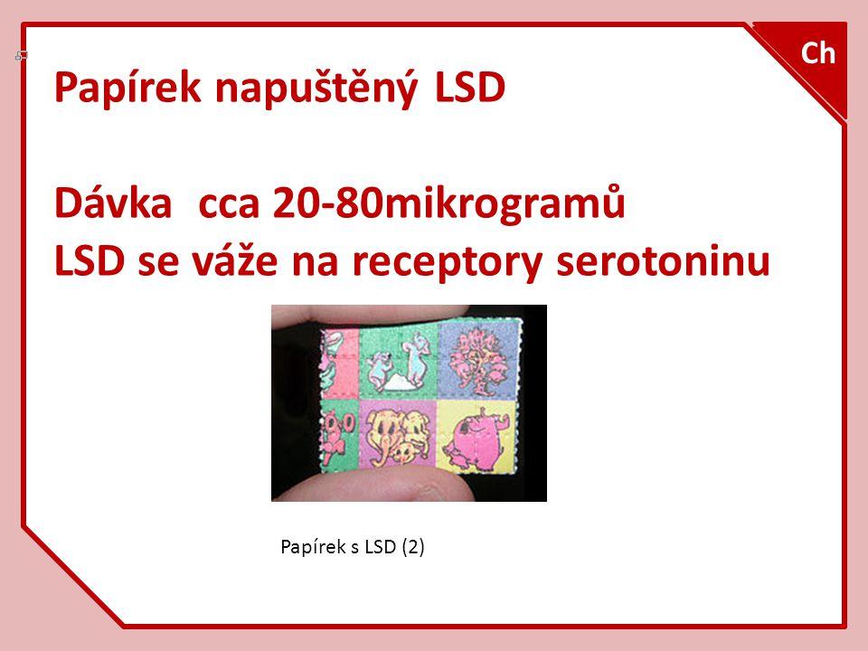 Papírek napuštěný LSD Dávka cca 20-80mikrogramů LSD se váže na receptory serotoninu Ch Papírek s LSD (2)