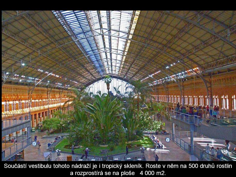 Nádraží Atocha – první a největší madridské nádraží ( 1851 ).