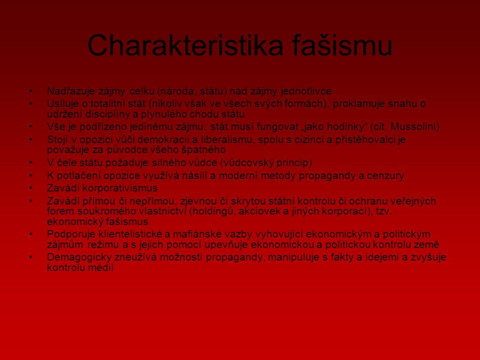 """Charakteristika fašismu Nadřazuje zájmy celku (národa, státu) nad zájmy jednotlivce Usiluje o totalitní stát (nikoliv však ve všech svých formách), proklamuje snahu o udržení disciplíny a plynulého chodu státu Vše je podřízeno jedinému zájmu: stát musí fungovat """"jako hodinky (cit."""