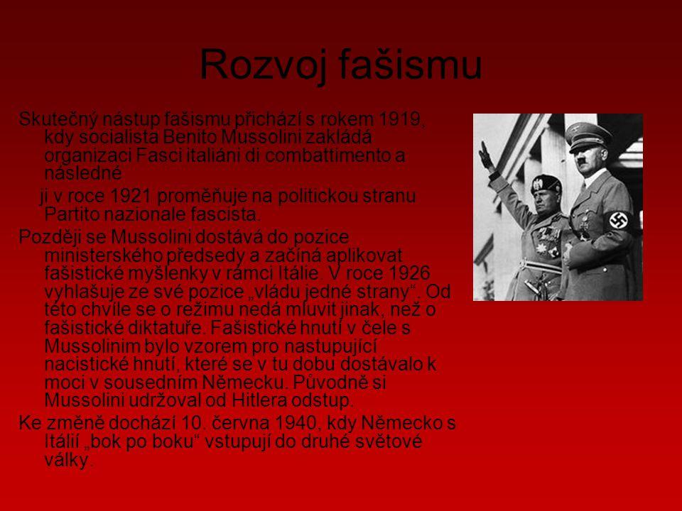 Rozvoj fašismu Skutečný nástup fašismu přichází s rokem 1919, kdy socialista Benito Mussolini zakládá organizaci Fasci italiáni di combattimento a následné ji v roce 1921 proměňuje na politickou stranu Partito nazionale fascista.