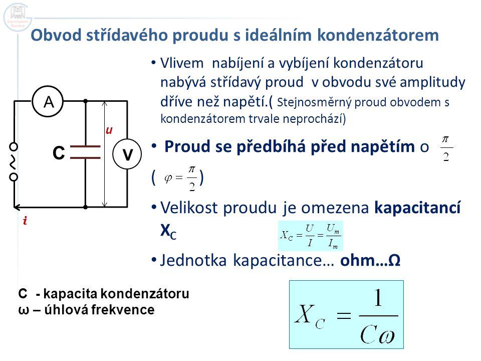 Vlivem nabíjení a vybíjení kondenzátoru nabývá střídavý proud v obvodu své amplitudy dříve než napětí.( Stejnosměrný proud obvodem s kondenzátorem trv