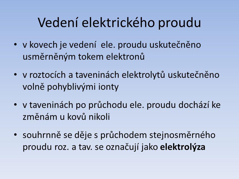 Elektrolýza Elektrolýza je fyzikálně-chemický jev, způsobený průchodem elektrického proudu roztokem nebo taveninou elektrolytu, při kterém dochází k chemickým změnám na elektrodách.