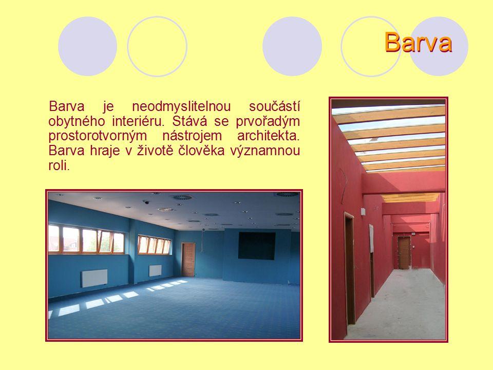 barevný strop a zadní stěna, tato úprava opticky zkracuje a rozšiřuje prostor barevné boční stěny a podlaha – podlaha boční plochy spojuje a stahuje k sobě tmavá (barevná) zadní stěna vytváří dojem zdrženlivosti, dobré prostředí pro solitéry (samostatně stojící výstavní kus nábytku) 4 5 6 Malba interiéru