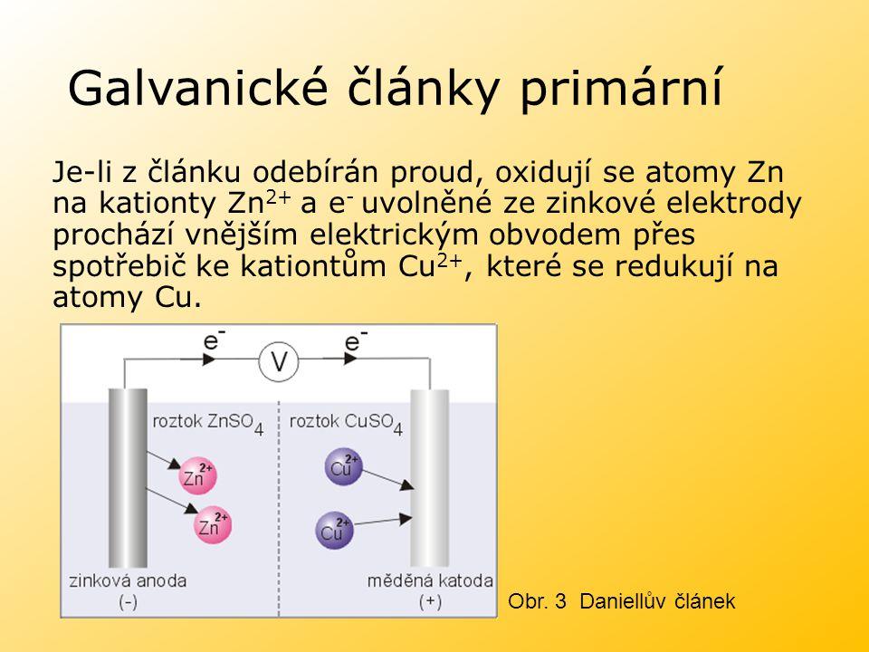 Galvanické články primární Je-li z článku odebírán proud, oxidují se atomy Zn na kationty Zn 2+ a e - uvolněné ze zinkové elektrody prochází vnějším e