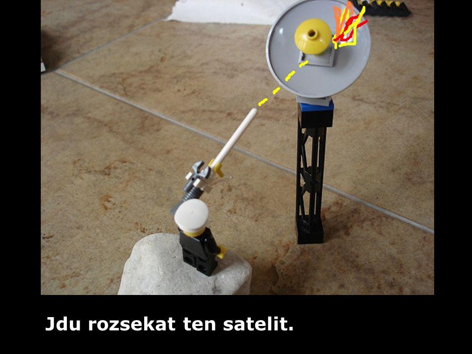 Jdu rozsekat ten satelit.