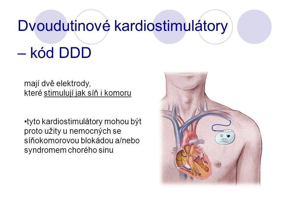 mají dvě elektrody, které stimulují jak síň i komoru tyto kardiostimulátory mohou být proto užity u nemocných se síňokomorovou blokádou a/nebo syndromem chorého sinu Dvoudutinové kardiostimulátory – kód DDD