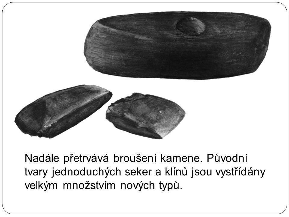 Nadále přetrvává broušení kamene. Původní tvary jednoduchých seker a klínů jsou vystřídány velkým množstvím nových typů.