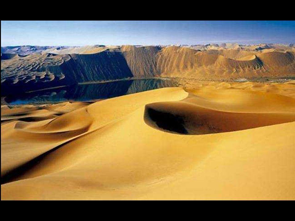 """Může být nesnadné představit si a pochopit, že pouštní pustina, suchá a vypráhlá, bez dešťů, plná obrovských písečných dun, je poseta jezery, která zde """"nepravděpodobně přetrvávají po celá staletí."""
