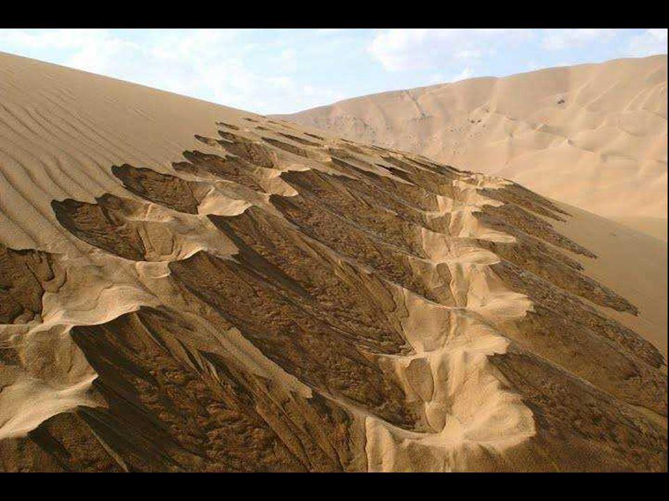 Poušť Badain Jaran leží na sever od Číny, v autonomní oblasti Střední Mongolsko.