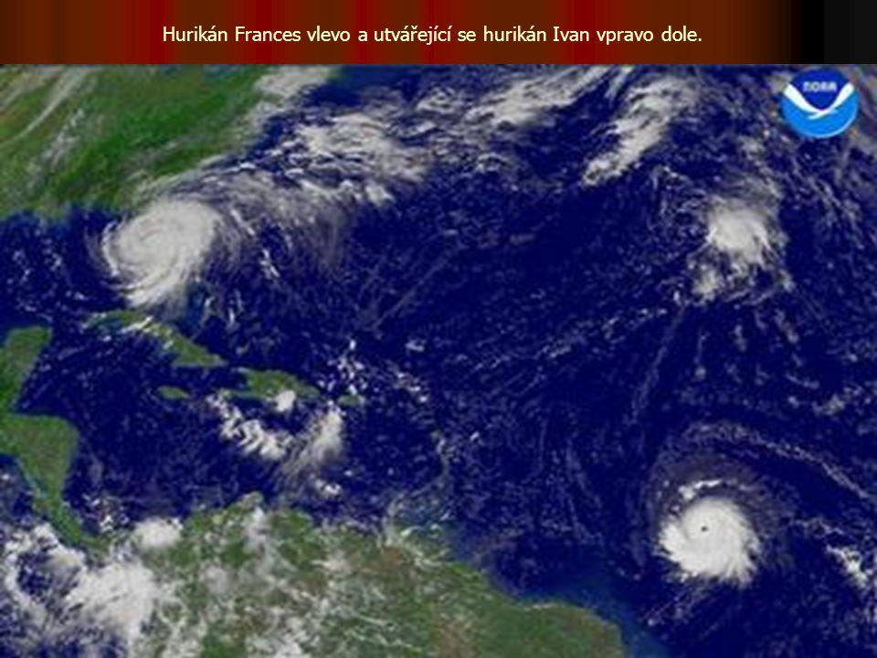 Hurikán Frances vlevo a utvářející se hurikán Ivan vpravo dole.