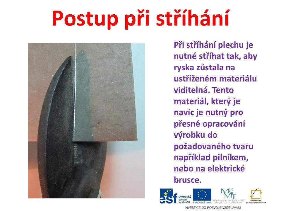 Postup při stříhání Při stříhání plechu je nutné stříhat tak, aby ryska zůstala na ustřiženém materiálu viditelná. Tento materiál, který je navíc je n