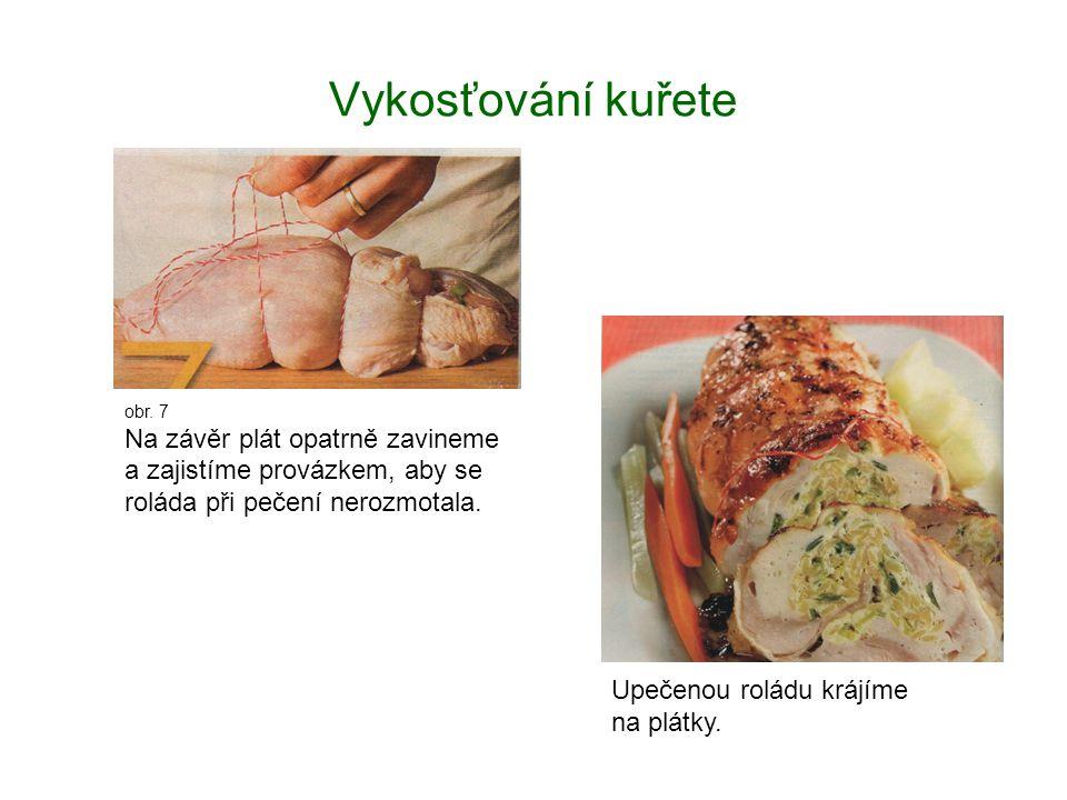 Vykosťování kuřete obr. 7 Na závěr plát opatrně zavineme a zajistíme provázkem, aby se roláda při pečení nerozmotala. Upečenou roládu krájíme na plátk