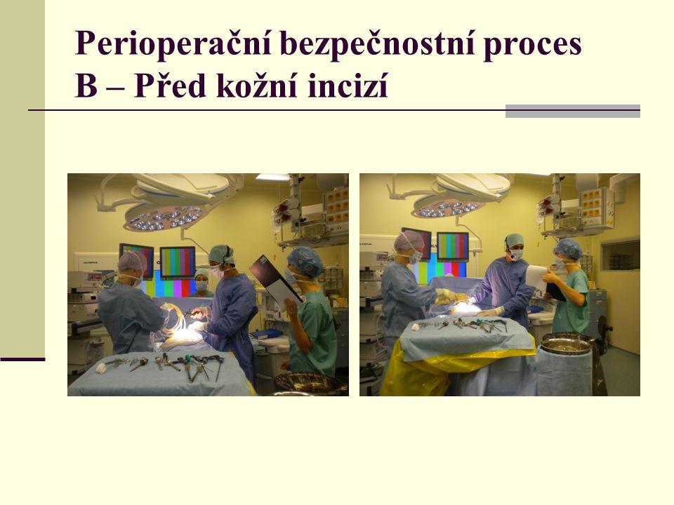 C. Než pacient opustí operační sál