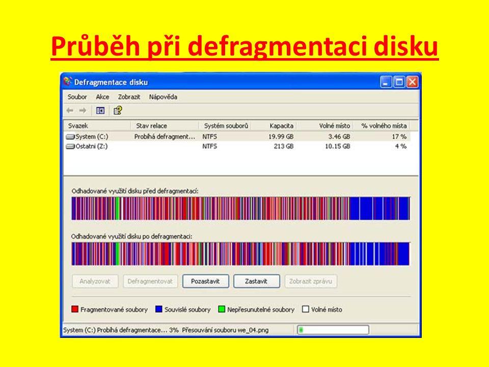 Průběh při defragmentaci disku