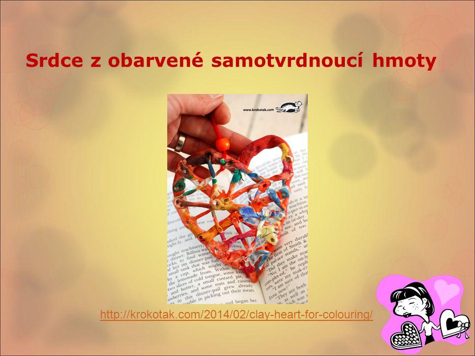 Srdce z obarvené samotvrdnoucí hmoty http://krokotak.com/2014/02/clay-heart-for-colouring/