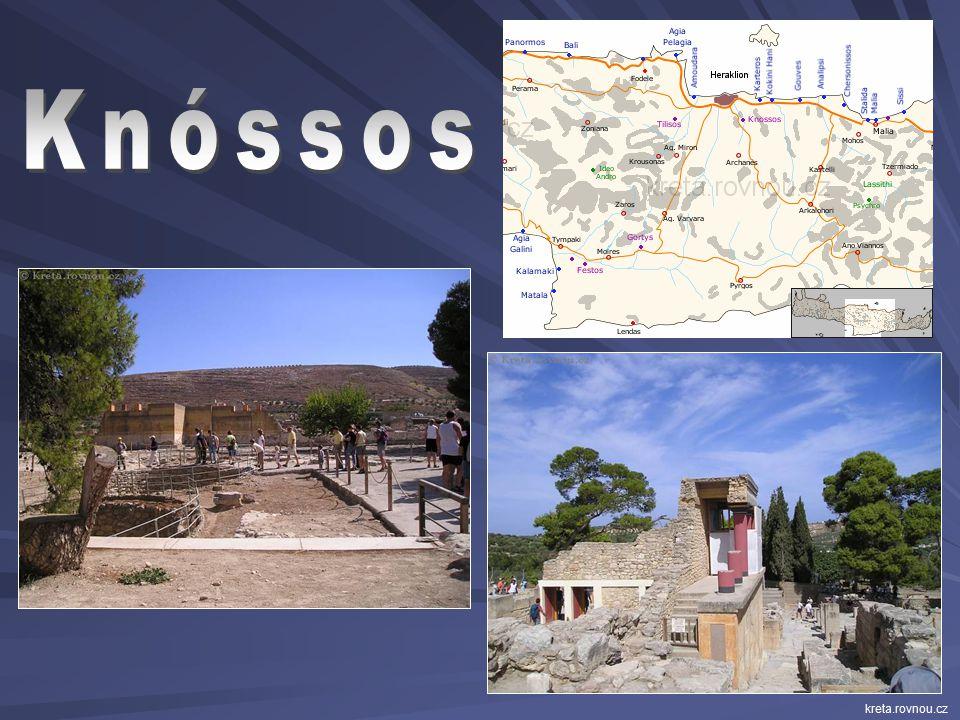 Největší královský palác se nacházel ve městě Knóssos.  množstvím místností a chodeb připomínal labyrint cestovani.ihned.cz