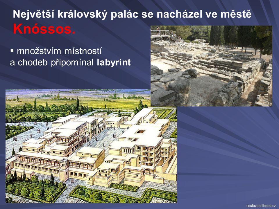 neměly hradby rozlehlé, nesnadné se v nich vyznat  velký dvůr obklopený obytnými, úředními místnostmi, dílnami, hospodářskými budovami honosné  přep