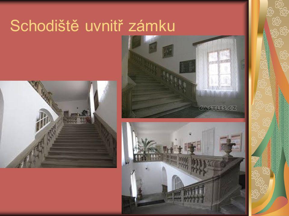 Schodiště uvnitř zámku