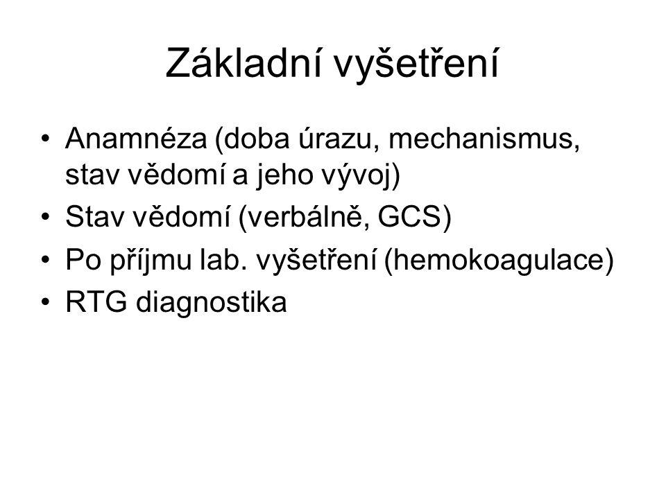 Základní vyšetření Anamnéza (doba úrazu, mechanismus, stav vědomí a jeho vývoj) Stav vědomí (verbálně, GCS) Po příjmu lab. vyšetření (hemokoagulace) R