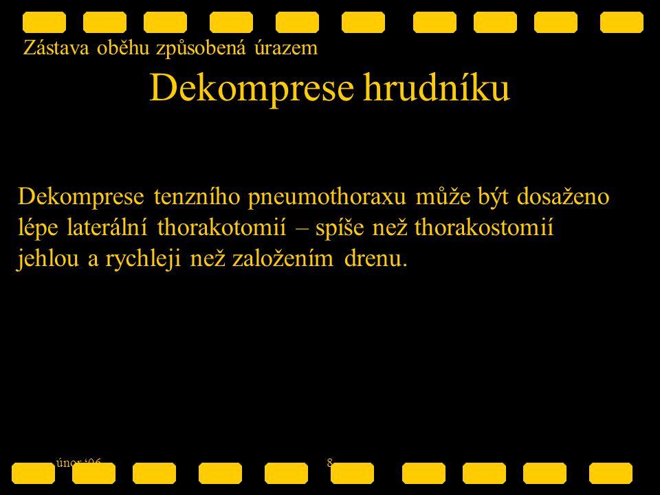 Zástava oběhu způsobená úrazem únor '068 Dekomprese hrudníku Dekomprese tenzního pneumothoraxu může být dosaženo lépe laterální thorakotomií – spíše než thorakostomií jehlou a rychleji než založením drenu.