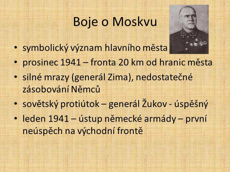 Boje o Moskvu symbolický význam hlavního města prosinec 1941 – fronta 20 km od hranic města silné mrazy (generál Zima), nedostatečné zásobování Němců