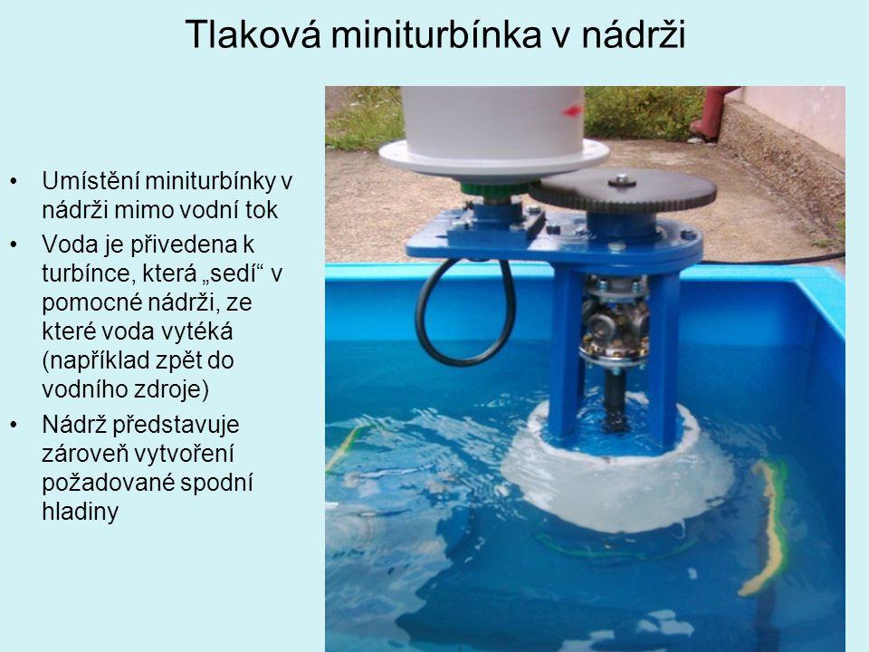 """Tlaková miniturbínka v nádrži Umístění miniturbínky v nádrži mimo vodní tok Voda je přivedena k turbínce, která """"sedí"""" v pomocné nádrži, ze které voda"""