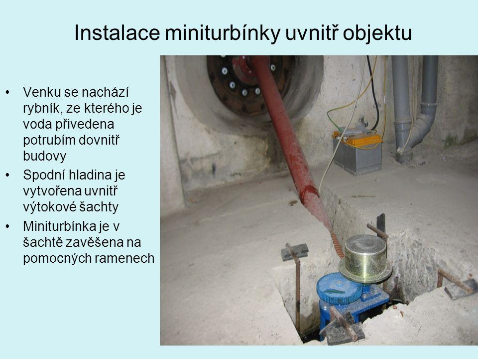 Instalace miniturbínky uvnitř objektu Venku se nachází rybník, ze kterého je voda přivedena potrubím dovnitř budovy Spodní hladina je vytvořena uvnitř